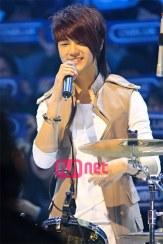 Minhyuk Tampil besama Band nya