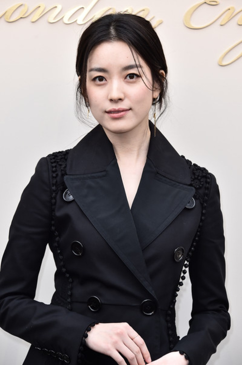 A Formal Look of Han Hyo Joo