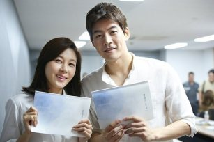 "Kim Ha Neul dan Lee Sang Yoon saat Script Reading ""On the Way to the Airport"""