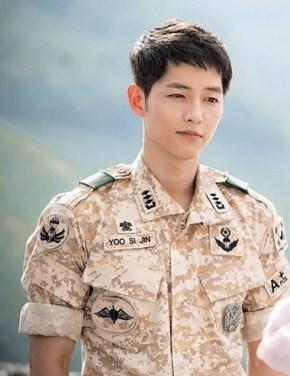 Song Joong Ki as Captain Yoo Shi Jin