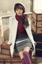 Foto Kim So Hyun Gave a Mature Pose in a Photoshoot