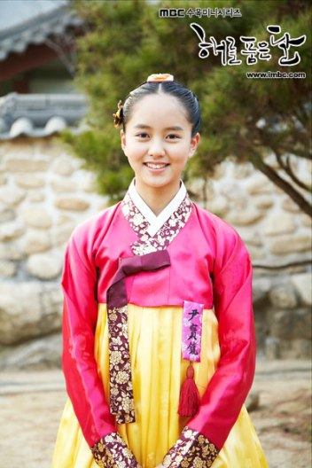 "Foto Kim So Hyun in ""Moon that Embraces the Sun"" (1)"