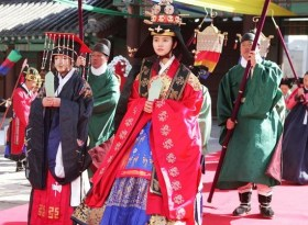 "Foto Kim So Hyun in ""Moon that Embraces the Sun"" (2)"