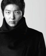 A Mysterious Pose of Lee Joon Ki
