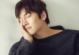Ji Chang Wook Closed his eyes