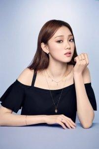 Lee Sung Kyung Feminine Look