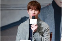 Yook Sung Jae Press Conference Photo 2017