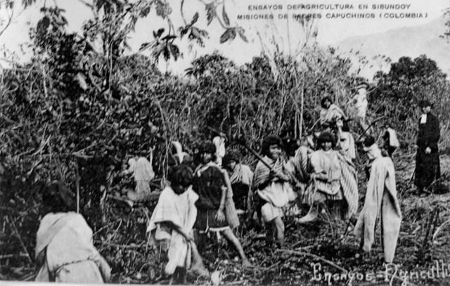 Postal Ensayos de agricultura en Sibundoy, Misiones de padres capuchinos (Colombia). /Fuente: Archivo Diócesis Mocoa-Sibundoy.