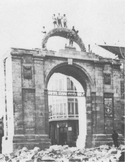 Demolición del Arco del Mercado