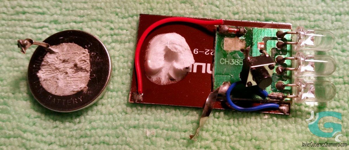 Anatomía de un llavero LED solar