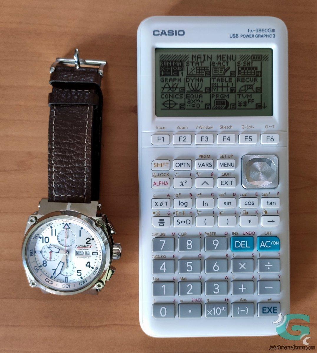 Un reloj, una calculadora y una cámara