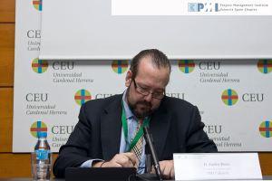 Javier Peris, moderador del evento, en un descanso durante las Jornadas Anuales sobre Dirección de Proyectos del Capítulo de Valencia del Project Management Institute PMI Valencia