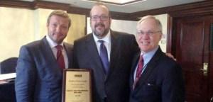 Javier Peris recibe en Bruselas el Reconocimiento Mundial Premio Harold Weiss 2015 de ISACA Internacional por sus logros sobresalientes en Gobierno de TI siendo el primer y único español en recibirlo en toda su historia
