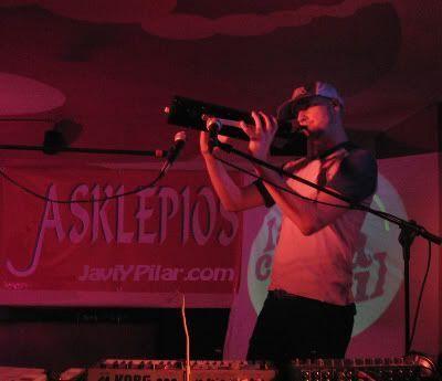 Guille Milkyway y su melódica. Sala Asklepios (Valladolid). 22 de abril de 2006