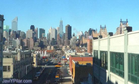Queens: vistas de Manhattan desde el metro.