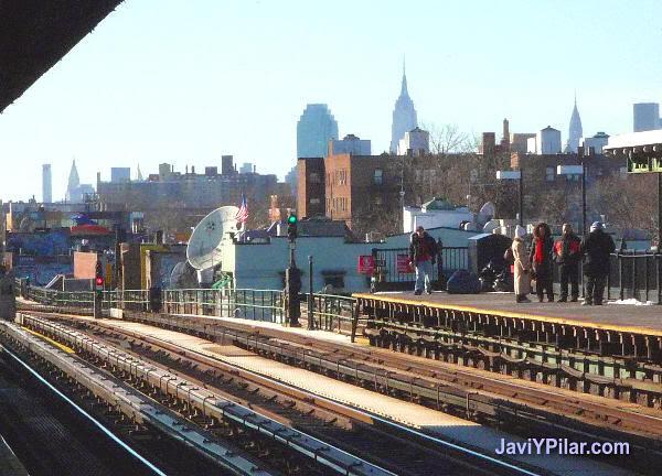 Otra vista de Manhattan desde una estación de metro de Queens