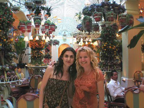 Pilar y Eva en el lujoso restaurante del casino Wynn