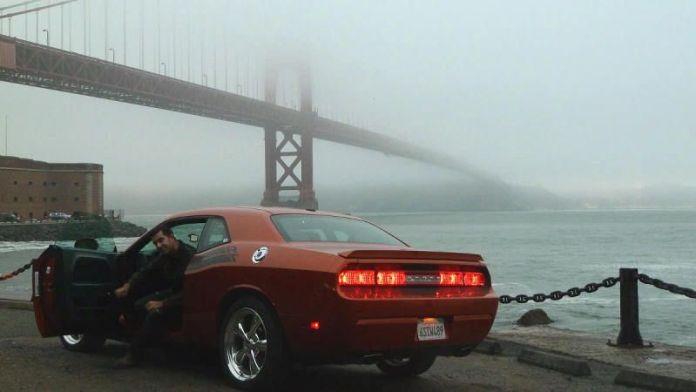 Javi con el Dodge Challenger y el Golden Gate a la espalda. San Francisco, California. Verano de 2011.