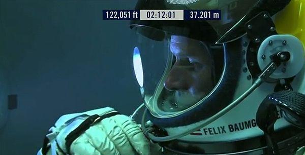 Felix Baumgartner a punto de realizar el salto en caída libre más largo de la historia