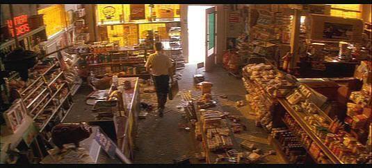 """Harto de los abusos de algunos vendedores inmigrantes en """"Un día de furia"""" (""""Falling Down"""", 1992)"""