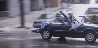 """""""Dos Pájaros a Tiro"""" (""""Bird On a Wire"""", 1990)"""
