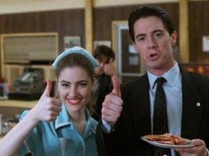 Mädchen Amick y Kyle MacLachlan en el rodaje de Twin Peaks