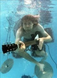 Kurt Cobain emulando la portada de su disco más famoso