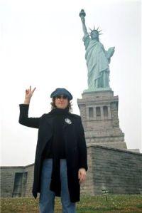 Lennon se muda a Nueva York