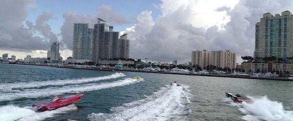 """Lanchas y más lanchas en """"Corrupción en Miami"""" (""""Miami Vice"""", 2006)"""