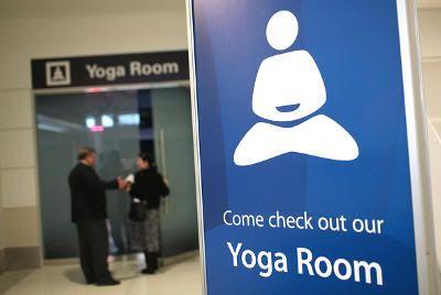 Sala de yoga en el aeropuerto de San Francisco