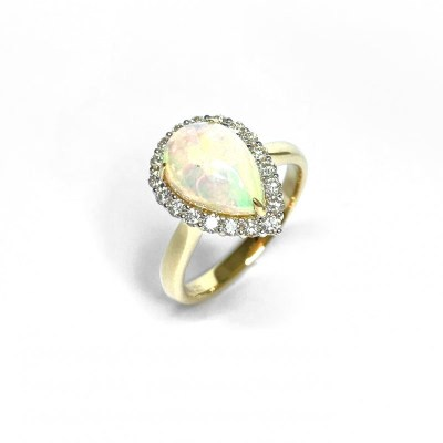 18ct Yellow Gold Opal & Ring