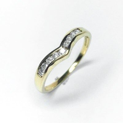Second Hand 9ct Yellow Gold Curved Diamond Ring