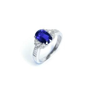 Image of second hand sapphire & diamond ring in platinum