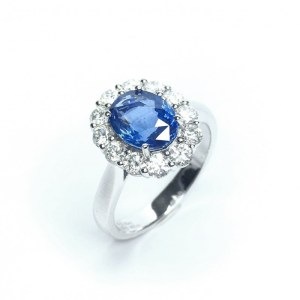 Image of second hand sapphire & diamond ring in platinum