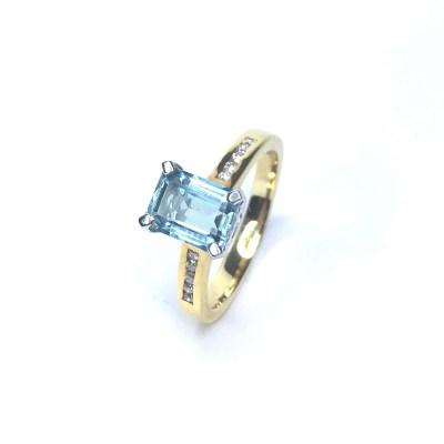 18ct Yellow Gold Aquamarine & Diamond Ring