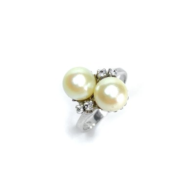 Second Hand 18ct White Gold Pearl & White Sapphire Ring