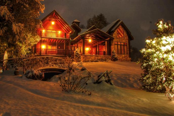 Entertaining Angels Luxury Cabin Rental in Cedar Falls Resort