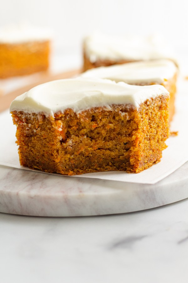 Moist and Easy Carrot Cake