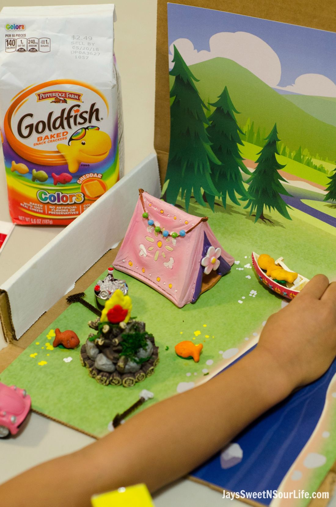 Creating Goldfish Tales with your kids are a fun way to spend your afternoons together. Create a stop motion video and share your families story. Setting the stage for the stop motion film is just as much fun as eating the Goldfish Crackers.
