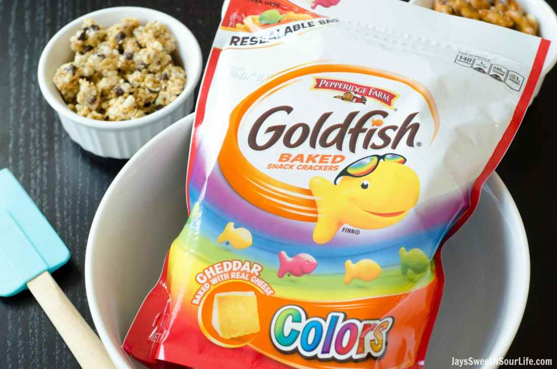 Checkout this new Resealable bag Goldfish Color Crackers come in. Perfect for taking your Goldfish Trail Mix on the go.