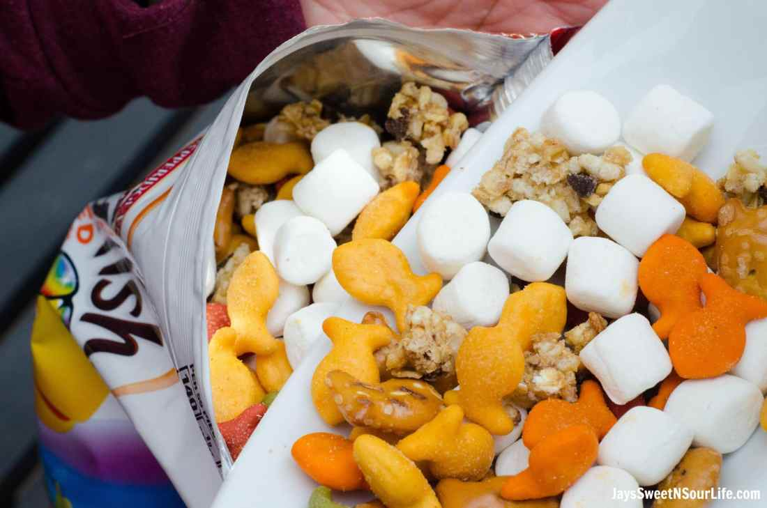 Take your Goldfish Trail mix on the go! Pour your Goldfish trail mix into their new Resealable bag and take it on the go with your family to theme parks, parks, or your back yard.