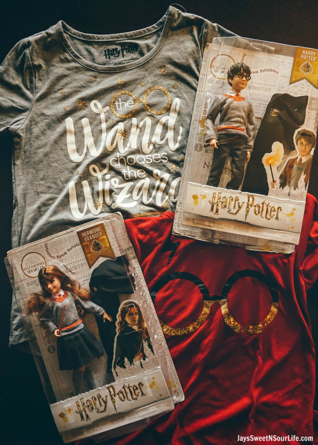 Harry Potter Dolls Display of dolls on top of Harry Potter themed girls shirts. Learn more aboutthese collectable Harry Potter Dolls at Jayssweetnsourlife.com .