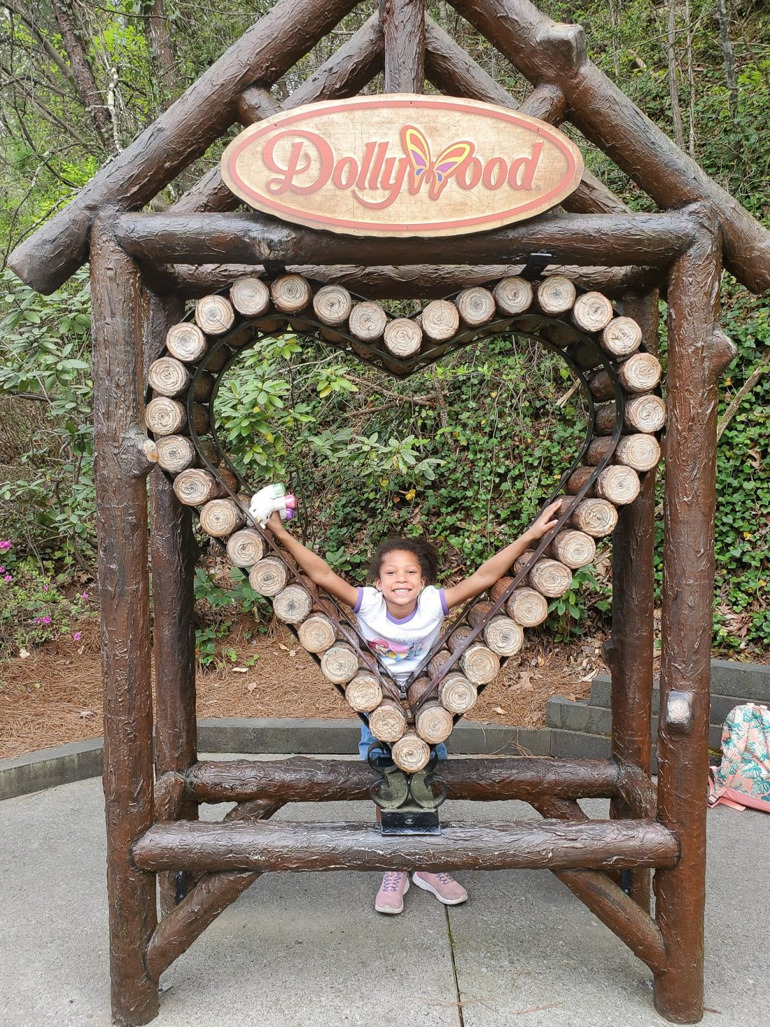 Dollywood Esuun. My family spent the day playing and eating at the Dollywood theme park, and we are happy to report we had a blast! Read all about our trip and learn why Dollwood is a must visit destination while you are in Pigeon Forge, TN.