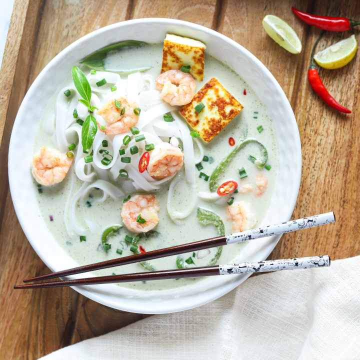 Thai Green Curry Noodles. These Thai Green Curry Noodles boast a flavorful broth made with coconut milk and fresh ingredients. Fill your bowl with fresh veggies, shrimp, tofu, and rice noodles for a flavorful easy weeknight dinner recipe.