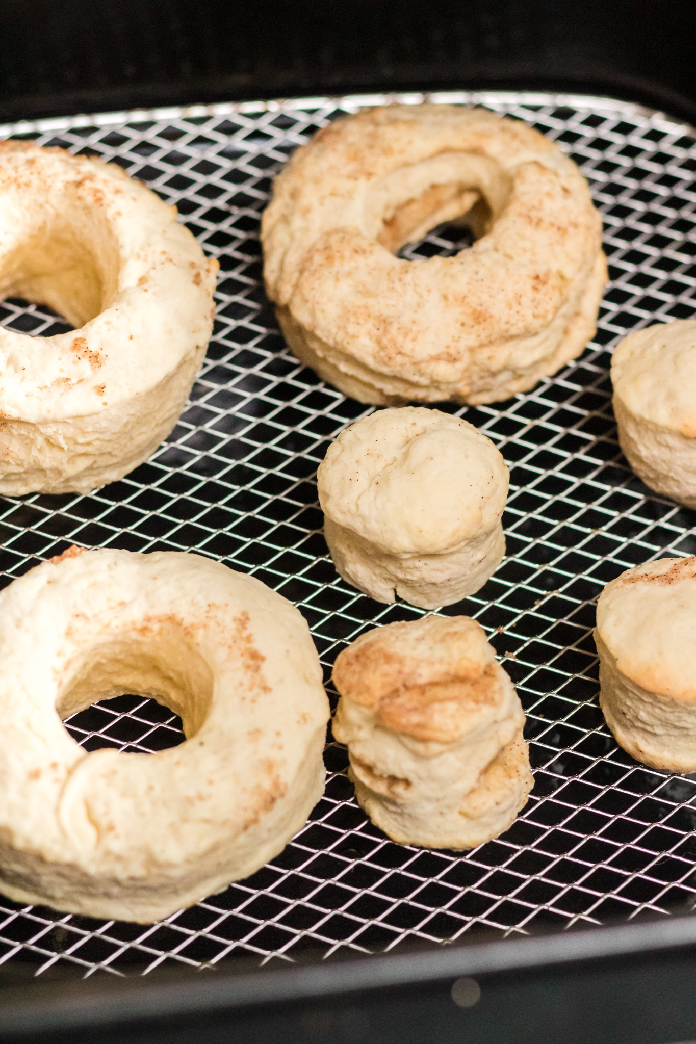 Air Fyrer Pumpkin Spice Donuts Cooked Donuts. Fill your home with the smell of freshly made Air Fryer Pumpkin Spice Donuts, perfect for this beautiful fall weather we are having. These easy to make Pumpkin Spice Donuts have a crisp outer coating yet they so soft fluffy inside, enjoy them with a healthy coating of cinnamon sugar, or your favorite glaze.