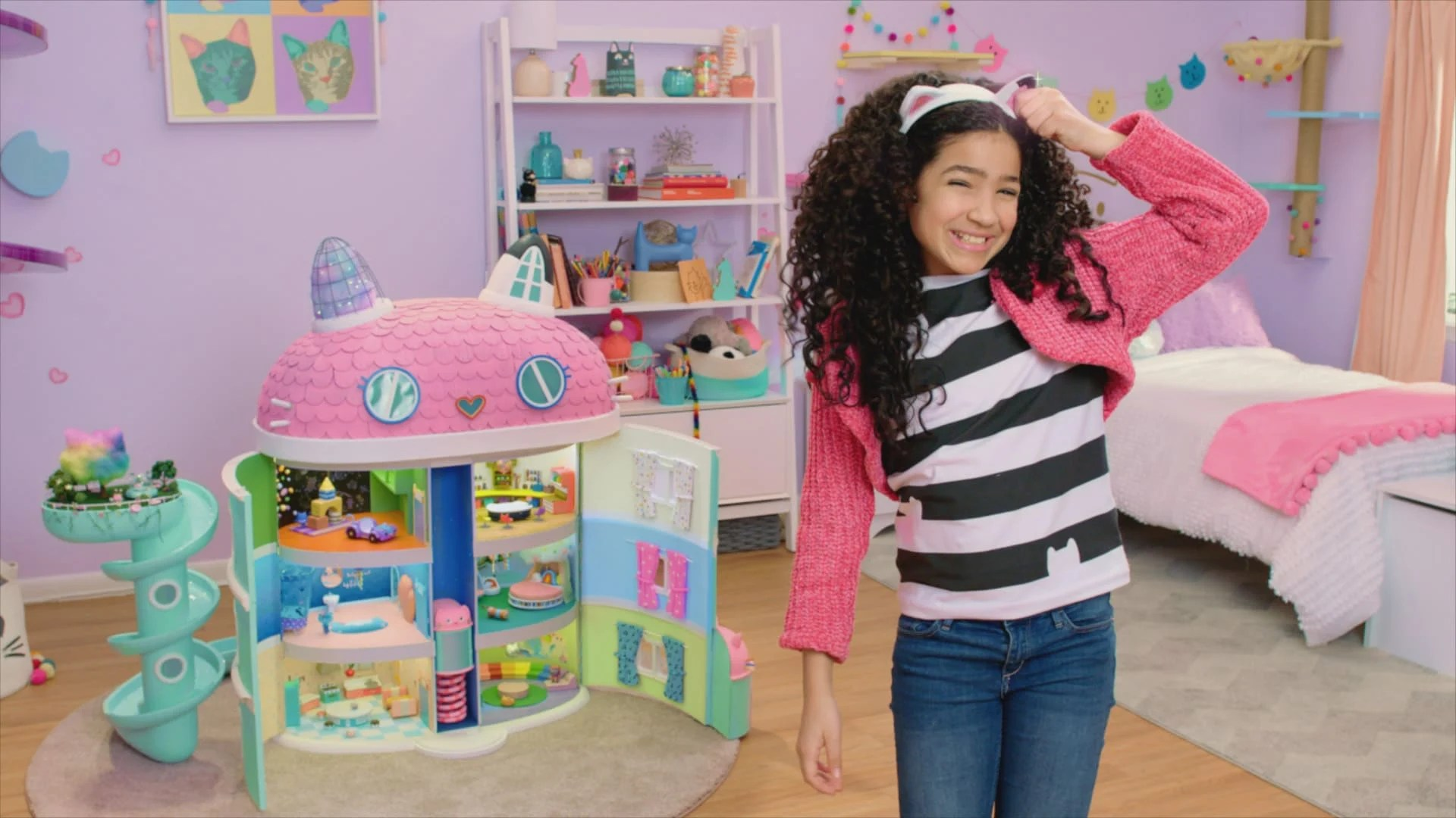 Dreamworks Gabby's Dollhouse. Welcome toGabby's Dollhouse, the preschool show with a surprise inside! DreamWorks Gabby's Dollhouseunboxes a surprise before jumping into a fantastical animated world full of adorable cat characters that live inside Gabby's dollhouse. Any adventure can unfold when we play inGabby's Dollhouse! Premiering on Netflix January 5th, 2021.