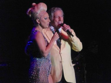 P1050208, Gaga & Bennett (dombr)