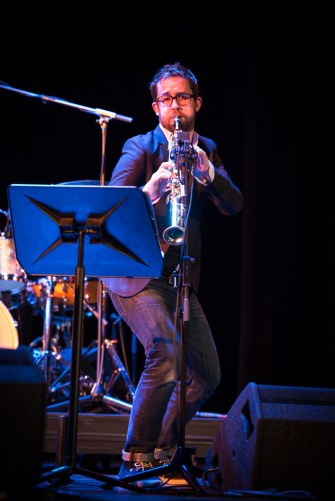 Émile Parisien bei der musikalischen Arbeit. Foto: Petra Basche