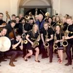 Das Landes-Jugendjazzorchester Bayern unter der Leitung von Harald Rüschenbaum