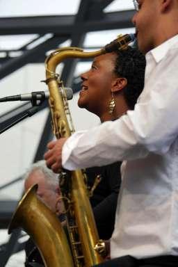 Indra Rios-Moore und Saxophonist Benjamin Traerup. Foto: Thomas J. Krebs
